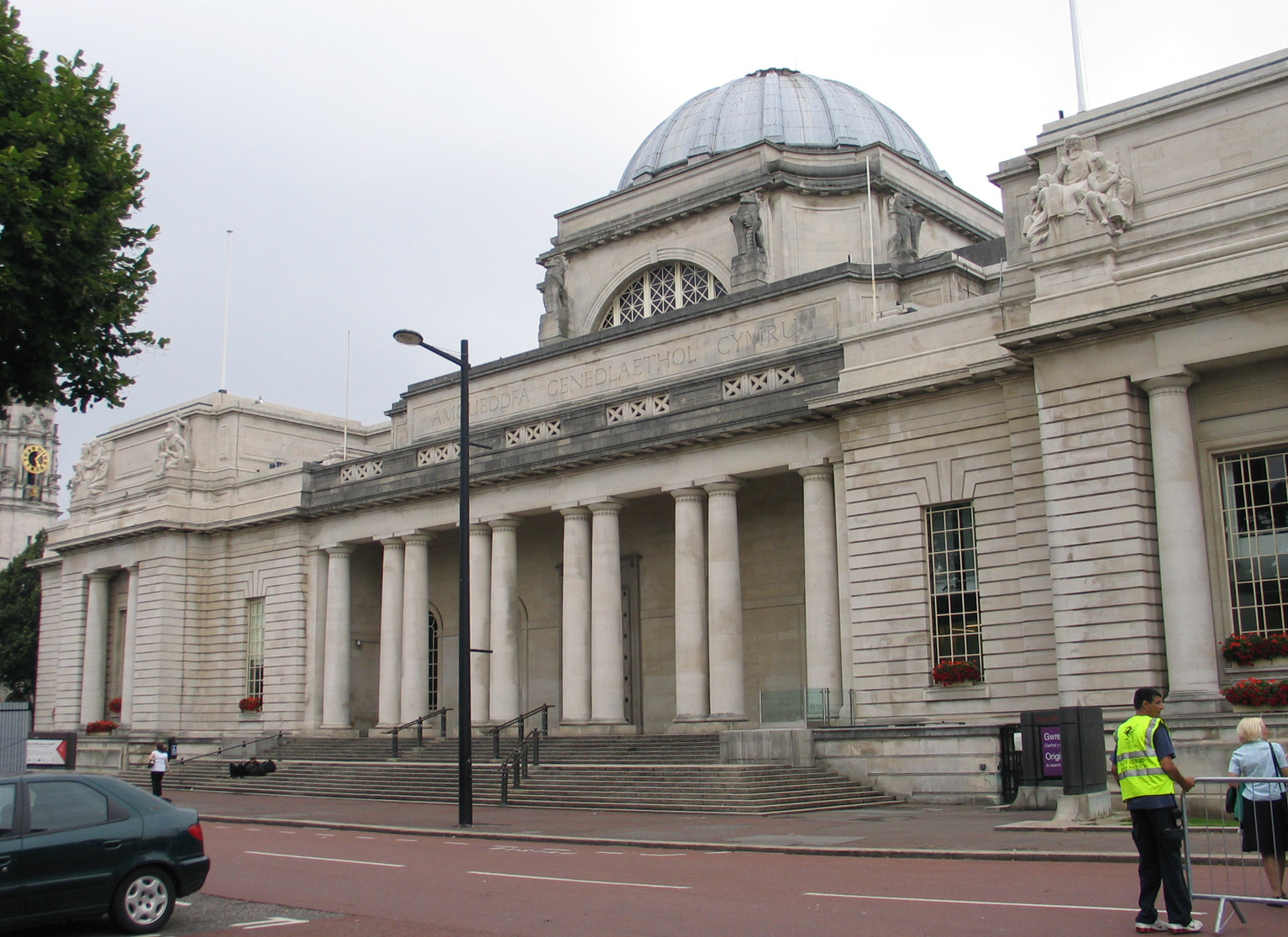 cheap things to do in wales - national museum Cardiff